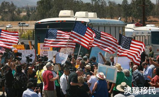 突发!美国暂缓两周驱逐非法移民,新计划下上演骨肉分离2.jpg
